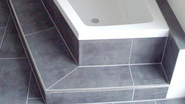 Bea Gmbh - Fliesen - Estriche | Kundenprojekte Fliesen Anthrazit Badezimmer