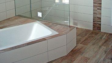BEA GmbH Fliesen Estriche Kundenprojekte - Badewanne fliesen wie boden